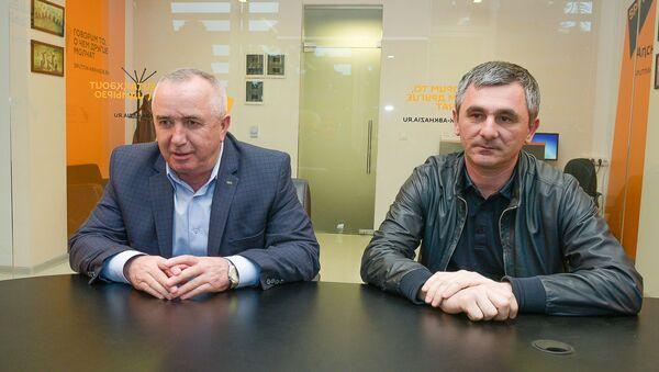 Справа налево: Мухамед Килба и Рауль Лолуа - Sputnik Абхазия