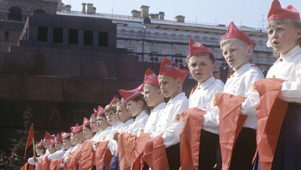 Участники торжественной церемонии принятия в пионеры на Красной площади в Москве. - Sputnik Абхазия