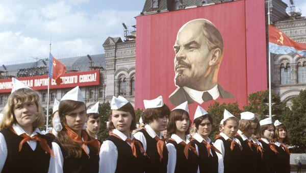 Парад, посвященный Дню рождения пионерской организации - Sputnik Абхазия