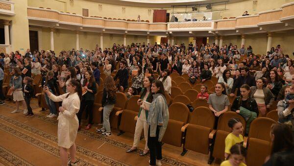 27 мая за юную вокалистку болели в Абхазской Государственной филармонии - Sputnik Абхазия