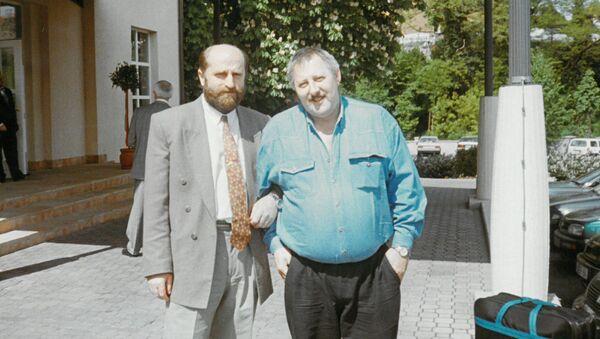 Кесоу Хагба и Ойген Краммиг – перед очередной пресс-конференцией (Майнц-Кинциг, «Вилла Штокум». - Sputnik Абхазия