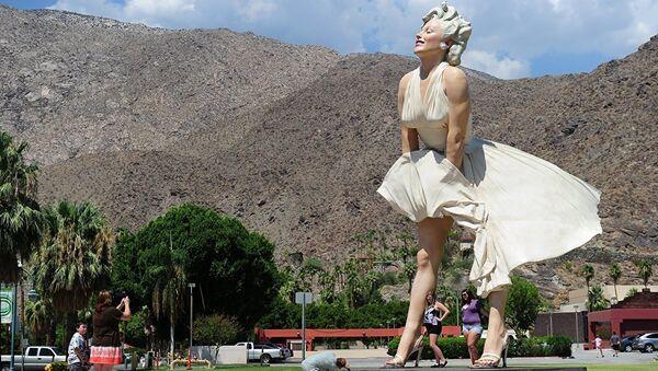 Статуя Мерэлин Монров Калифорнии - Sputnik Абхазия