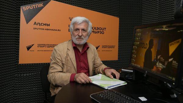Аԥснытәи аҳәынҭқарратә университет арҵаҩы Анзор Сақаниа - Sputnik Аҧсны