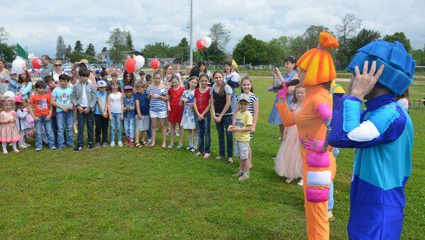 День защиты детей отпраздновали на военной базе России в Абхазии - Sputnik Абхазия