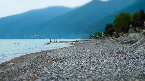 Берег Черного моря в городе Гагра - Sputnik Абхазия