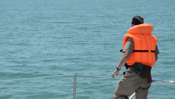 Курортный рейд: пограничники проверяли в море рыбаков - Sputnik Абхазия
