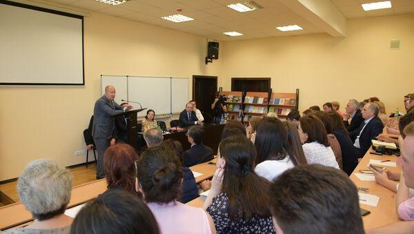 Тяп-ляп нельзя: в АГУ обсуждали будущее абхазской медицины - Sputnik Абхазия
