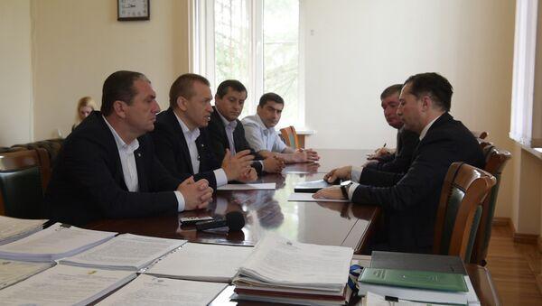 Виталий Габния рассказал о важности развития каратэ в Абхазии - Sputnik Абхазия