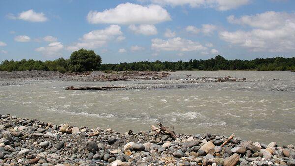 Река Кодор подмывает обрыв, на котором стоит крепость - Sputnik Абхазия