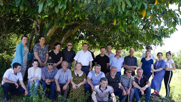 Фотография на память ветеранов войны и участников военно-исторической экспедиции Тропами Славы - Sputnik Абхазия