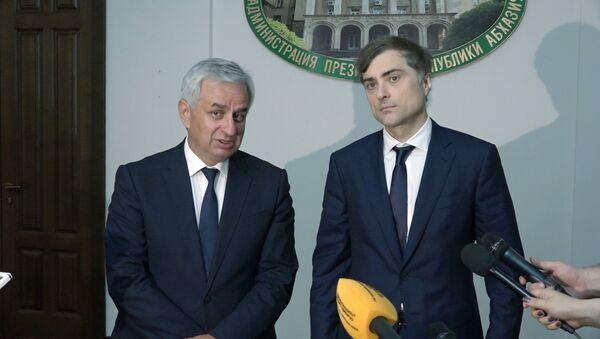 Хаджимба и Сурков рассказали об итогах встречи - Sputnik Абхазия