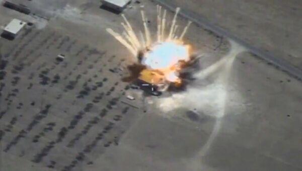 Крылатые ракеты ВКС уничтожили склады ИГ* в Сирии - Sputnik Абхазия