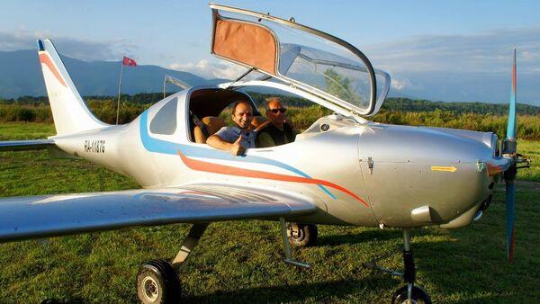 Руководитель турфирмы Форд Чичба и пилот Али Ашхацава - Sputnik Абхазия