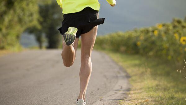Мужчина во время спортивного бега - Sputnik Абхазия