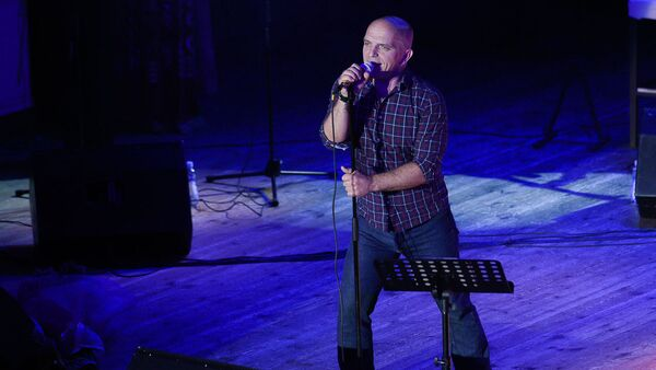 Музыкант Александр Шоуа во время концерта группы Непара в филармонии в Сухуме - Sputnik Аҧсны