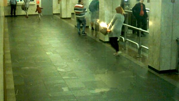 В минском метро у девушки вспыхнул рюкзак - Sputnik Абхазия
