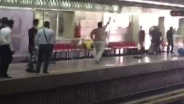 Мужчина с ножом ранил пять человек в метро Тегерана. Кадры очевидцев - Sputnik Абхазия