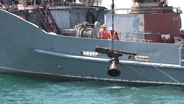 Российские моряки подняли пушку с корабля времен ВОВ - Sputnik Абхазия