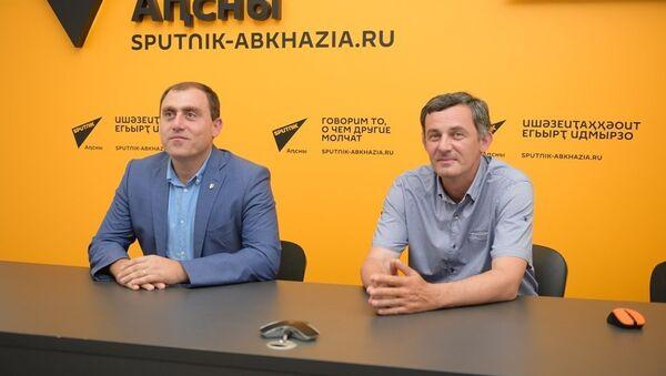 Алхас Джинджолия и Левон Галустян - Sputnik Абхазия