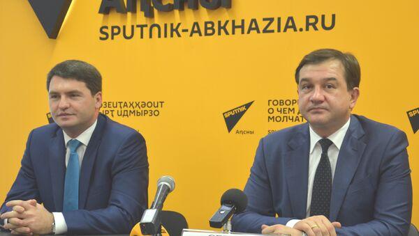 Дмитрий Сериков и Джансух Нанба - Sputnik Абхазия