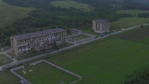 Вид на дома в селе Приморское в районе взрыва. Кадры с беспилотника - Sputnik Аҧсны