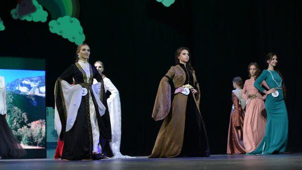 Как королевы: кому вручили 25 корон конкурса красоты в Сухуме - Sputnik Абхазия