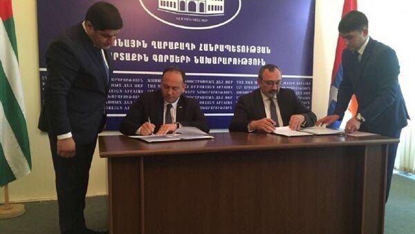 МИД Абхазии и Республики Арцах подписали Меморандум о взаимопонимании - Sputnik Аҧсны