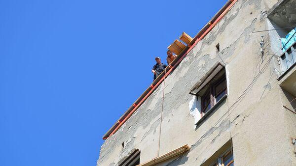 Последствия сильного ветра и ливня в доме по улице Адыгейская - Sputnik Абхазия