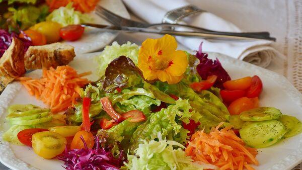 Салат из овощей, фото из архива - Sputnik Абхазия