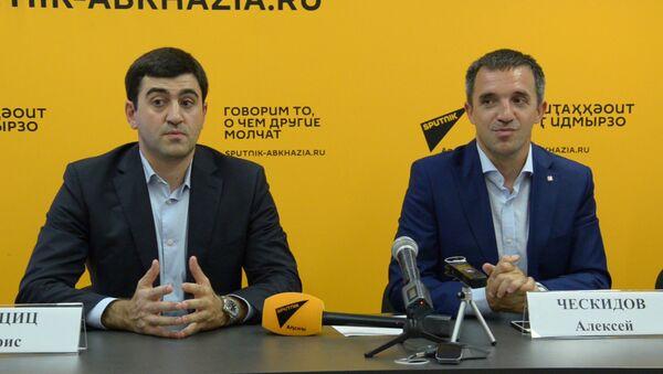 Федерации триатлона Абхазии и России подписали в Sputnik соглашение о сотрудничестве - Sputnik Абхазия