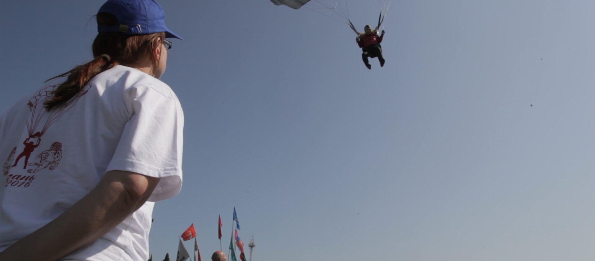 Первый пошел: как открылся чемпионат парашютистов в Сухуме - Sputnik Абхазия, 1920, 13.09.2017