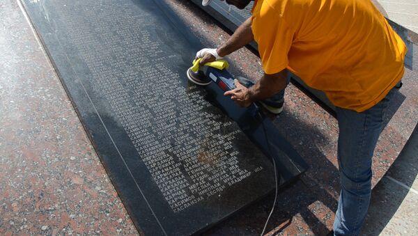 Обновление гранита: в Парке Славы ведутся работы по благоустройству - Sputnik Абхазия
