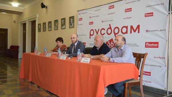 На все 100%: Хинтба рассказал об итогах 36-го театрального сезона - Sputnik Абхазия
