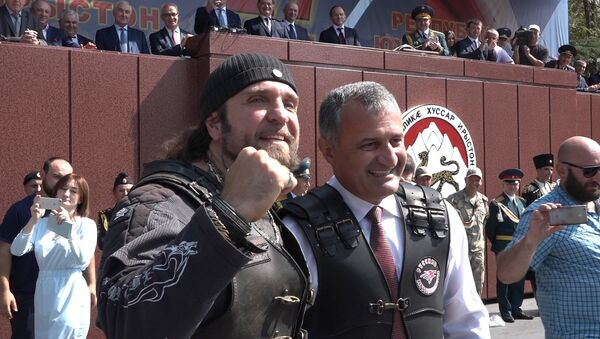 Как Хирург дарил мотоцикл президенту Южной Осетии - Sputnik Абхазия