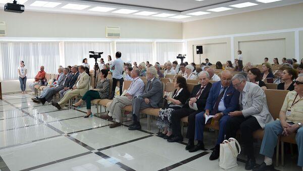 Юбилейная научно-практическая конференция 90 лет НИИЭПиТу АНА открылась в Сухуме  21 сентября - Sputnik Абхазия