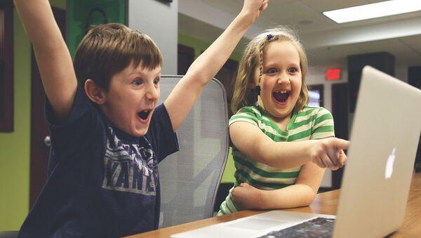 Дети за компьютером - Sputnik Абхазия