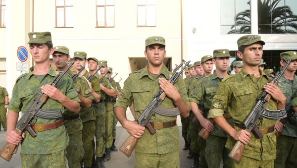 По улице с оркестром: как в Сухуме проходила репетиция парада ко Дню Победы - Sputnik Абхазия