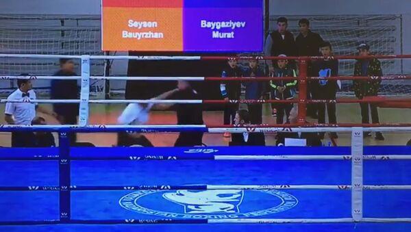 Видео драки между рефери и тренером по боксу набирает просмотры в Сети - Sputnik Абхазия