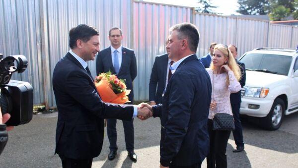 Официальная встреча делегации Приднестровской Молдавской Республики во главе с Президентом Вадимом Красносельским на государственной границе по реке Псоу - Sputnik Абхазия