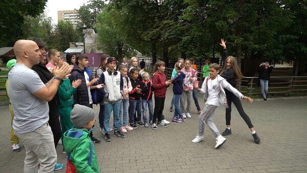 Солисты дуэта Непара посетили зоопарк вместе с участниками Ты супер! Танцы - Sputnik Аҧсны
