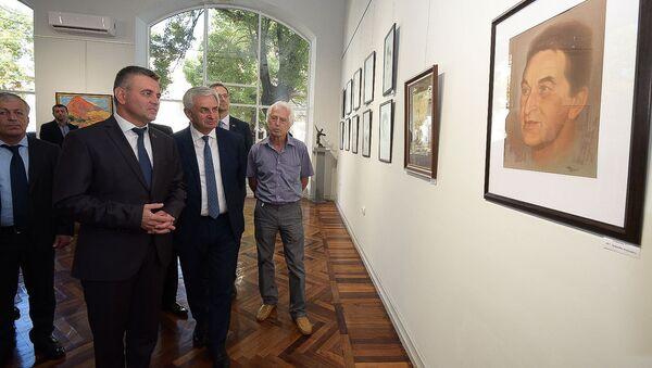 Президенты Абхазии и ПМР посетили выставку картин в ЦВЗ - Sputnik Абхазия