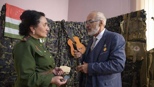 Передача ремня Баталом Кобахия музею Боевой Славы - Sputnik Абхазия