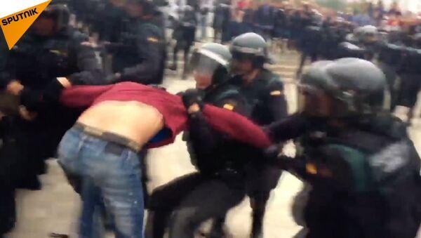 В Каталонии произошли стычки между полицией и сторонниками референдума - Sputnik Абхазия