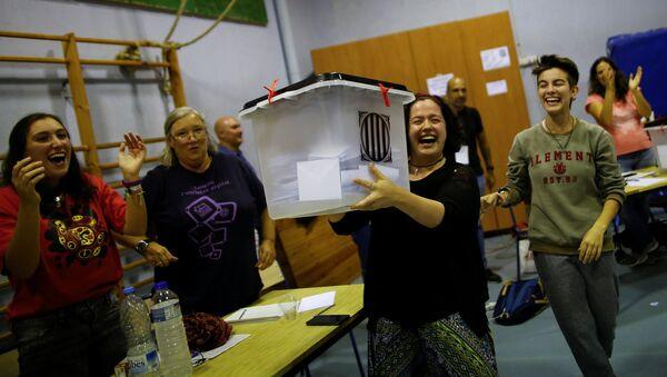 Избирательный участок на референдуме в Каталонии - Sputnik Абхазия
