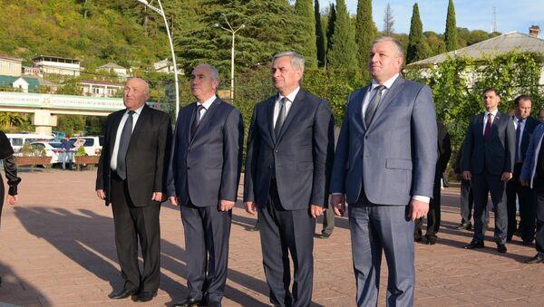 День освобождения Гагрского района. Возложение к мемориалу памяти павших - Sputnik Абхазия