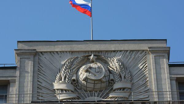 Флаг на здании Государственной Думы РФ на улице Охотный Ряд в Москве - Sputnik Абхазия