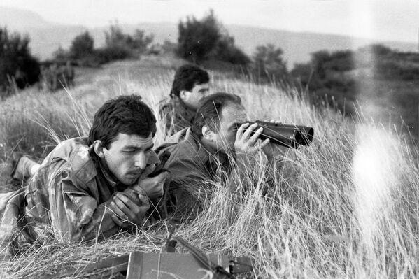 14 августа  вооруженные войска Госсовета Грузии под предлогом охраны железной дороги вторглись в Абхазию. Началась Отечественная война народа Абхазии 1992-1993 годов. - Sputnik Абхазия