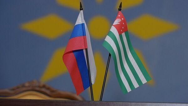 Флаги Абхазии и России - Sputnik Абхазия