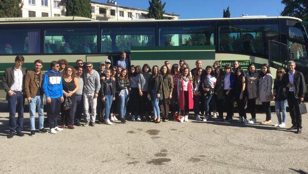 Делегация из Абхазии отправляется на Всемирный фестиваль молодежи и студентов, в котором примут участие более 20 тысяч человек из 180 стран мира пройдет в Сочи в воскресенье 15 октября. - Sputnik Аҧсны