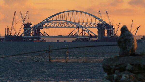 Установка автодорожной арки Крымского моста - Sputnik Абхазия